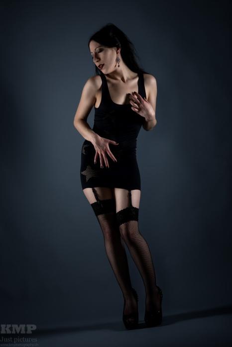 Dark Fashion mit Shiva Shanti